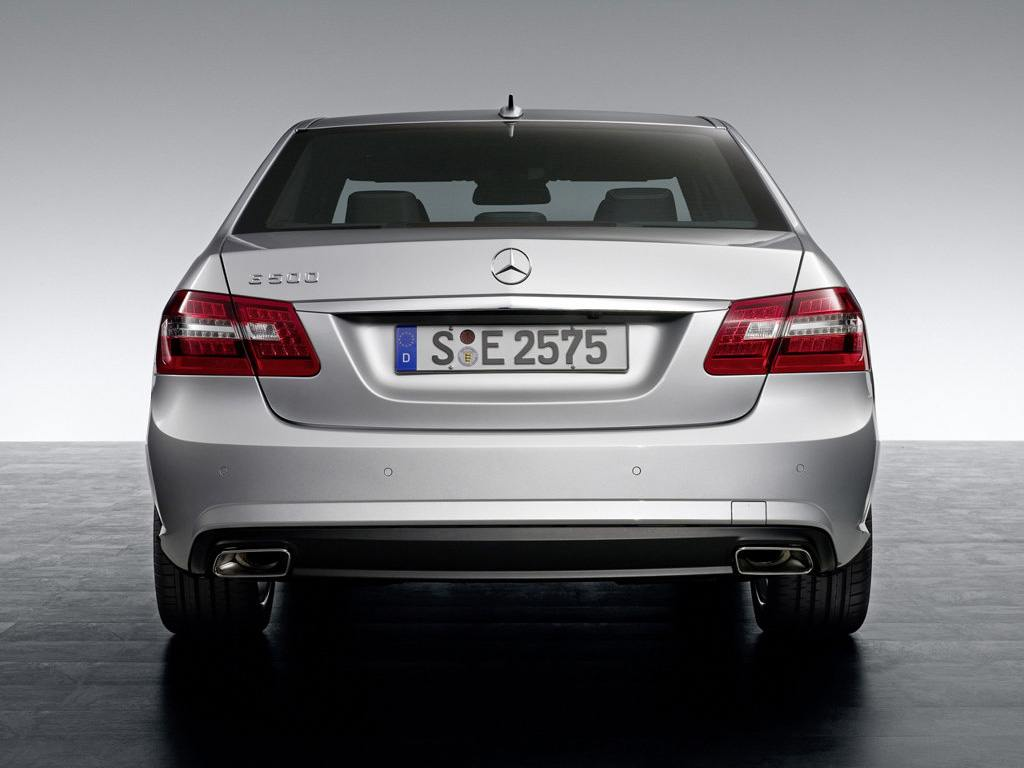 2010-mercedes-e-class-amg-sport-package-rear-picture