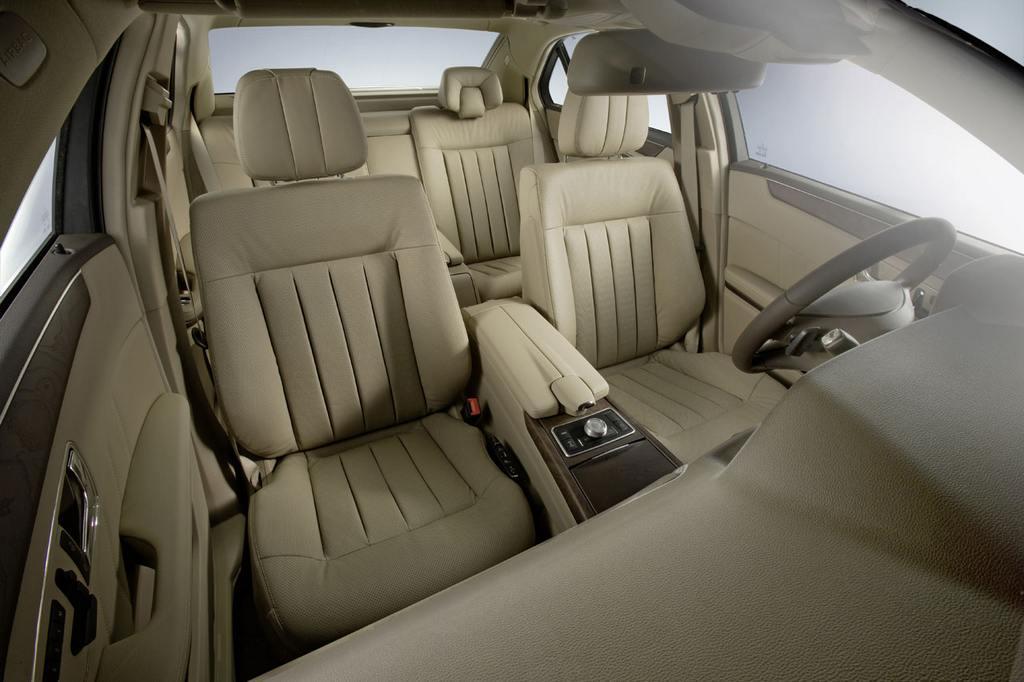 Mercedes-Benz-New-E-Class-Interior-07-lg