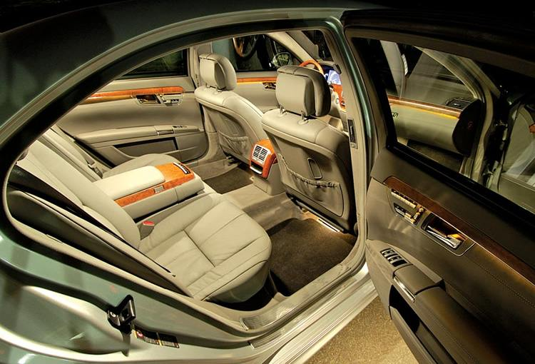 Mercedes-Benz-S550-Sedan-limo-interior