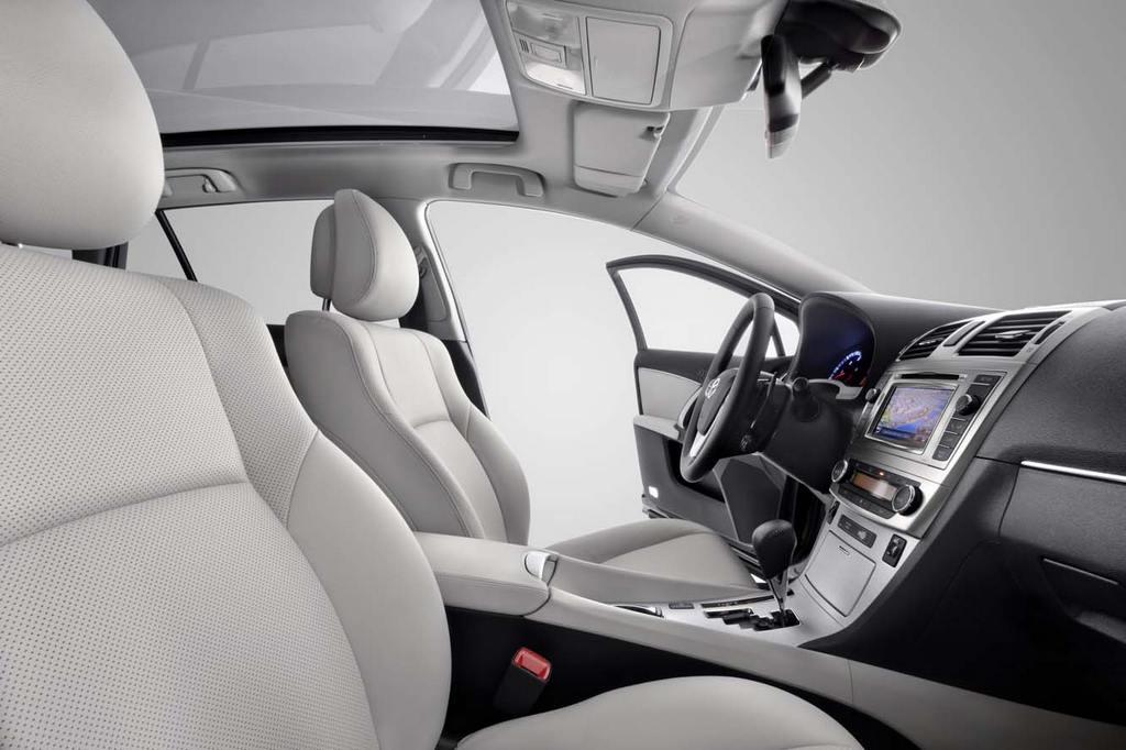 Toyota_Avensis_2012_501