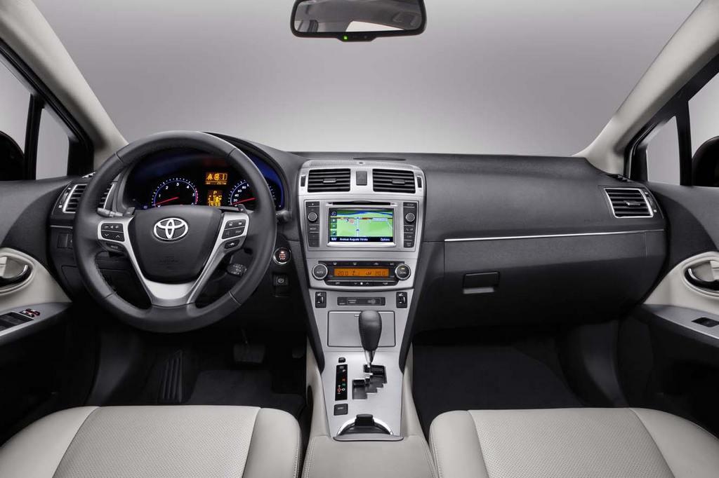 Toyota_Avensis_2012_503