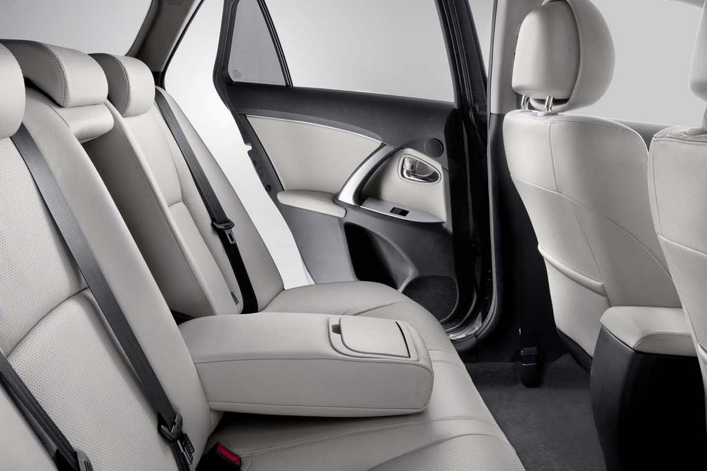 Toyota_Avensis_2012_504